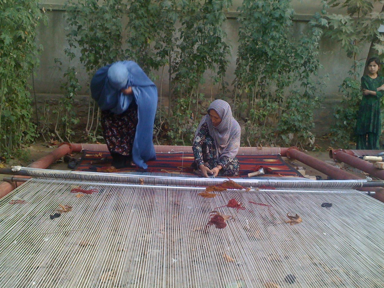 carpet weaving - kunduz_